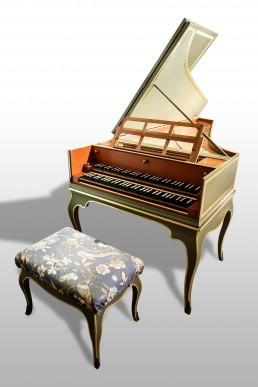 Harpsichord, french, Copy of an instrument by Nicolas and François Blanchet,after 1730 (Jeremy Adams, Danvers Massachusetts, U.S.A.), [2 keyboards, FF-f3, 8',8'. 4']